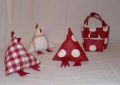 poules et sacs rouges
